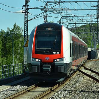 NSB's Flirt passenger train near Sandvika at Drammen railway line (© Njål Svingheim, Norwegian Railway Directorate)