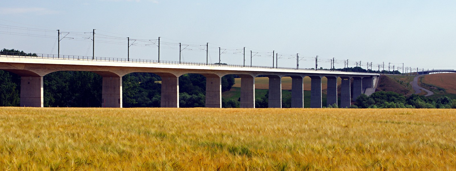 Viaduct over Scherkonde valley on DB Netz' high speed line Erfurt – Leipzig/Halle